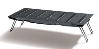 デッキボードの脚を立てることで荷室の大きさに合わせた収納が可能。