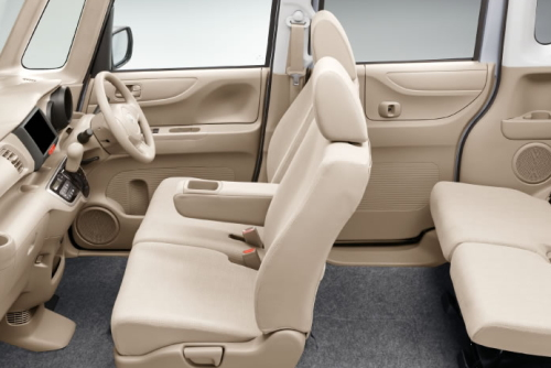 N-BOXの運転席と助手席の居住性